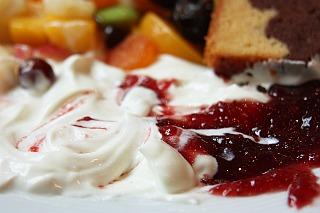 Breakfast: youghurt and raspberry jam