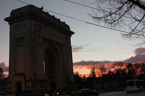 Sunset at Arcul de Triumf