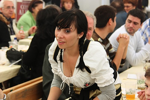 BucharestFoodFestival: waitress