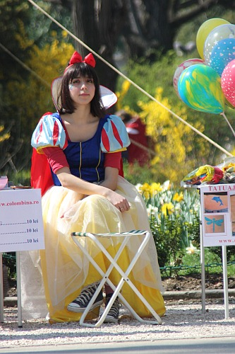 Snow White is wearing sneakers