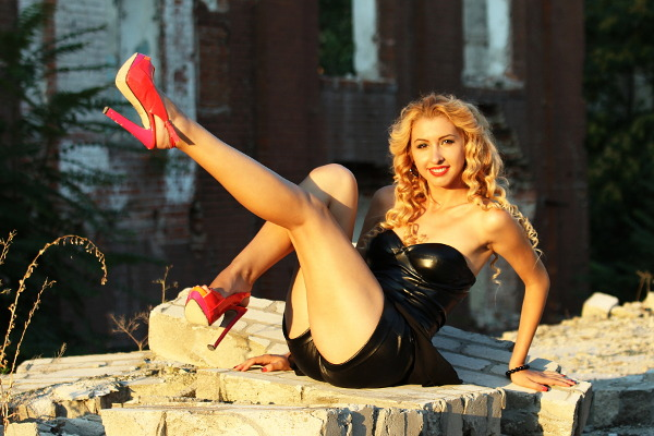 red shoes pinup